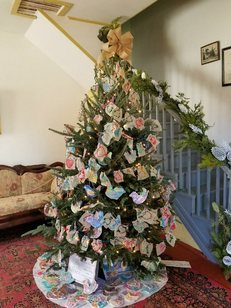 ART CLASSES DECORATE PEACE TREE
